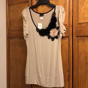 NWT Daytrip Tan & Black Flower Shirt Medium
